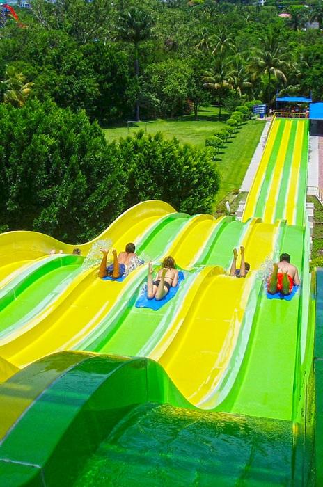 彩虹滑梯水上樂園