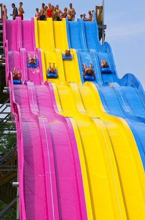 水上彩虹滑梯
